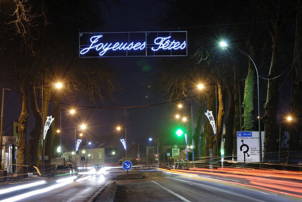 traversées de rues : des entrées de villes et de villages lumineuses...