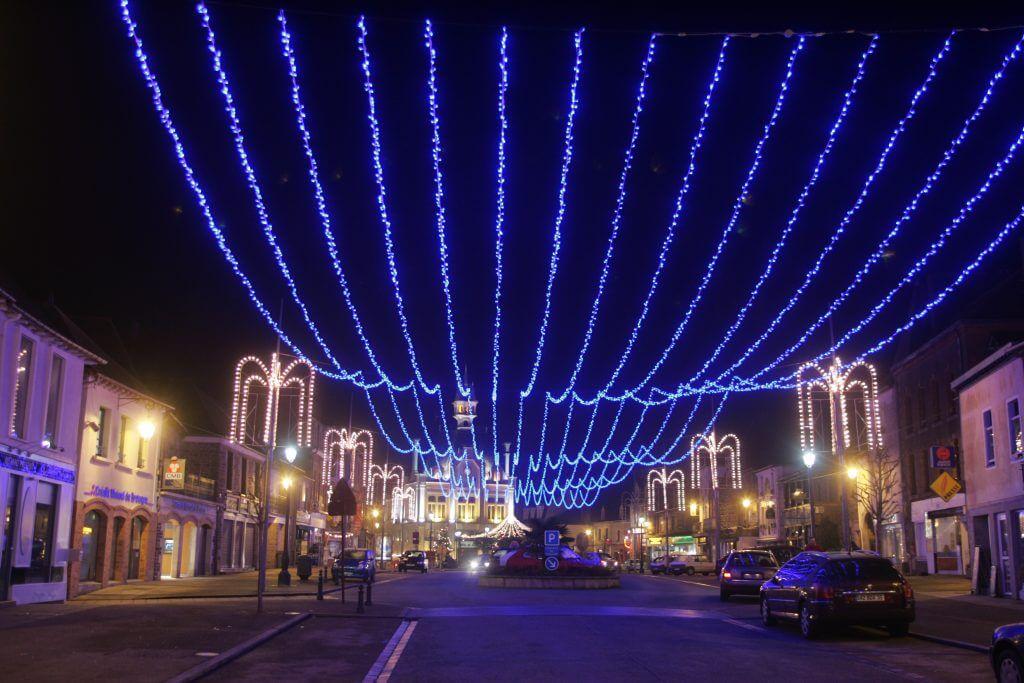 fabricant français d'illuminations, RODE fournit des guirlandes lumineuses qui vous permettront de créer des plafonds lumineux spectaculaires dans vos rues pour les fêtes de fin d'année !